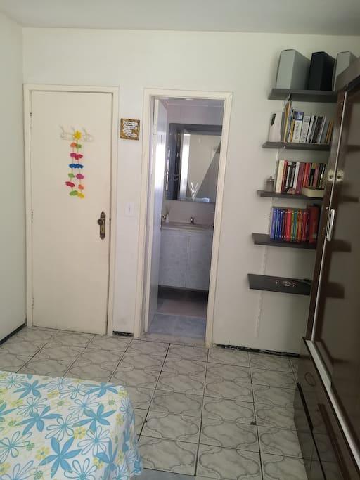 Quarto-Suite, banheiro privado, com chuveiro eletrico.