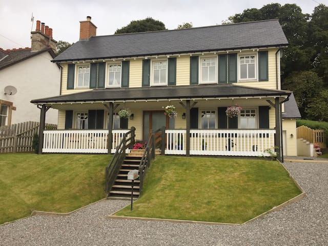 Spacious room on coast, sea view & private lounge - North Kessock - House