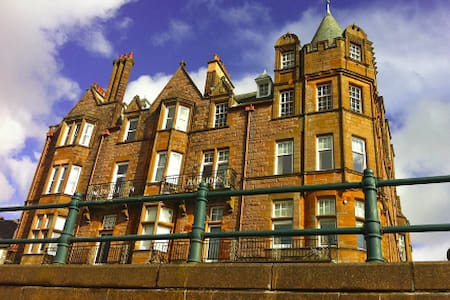 Top floor apartment in historic Argyll Mansions - Oban