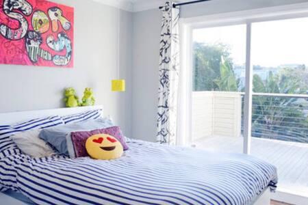 Sunny queen-sized bedroom w patio