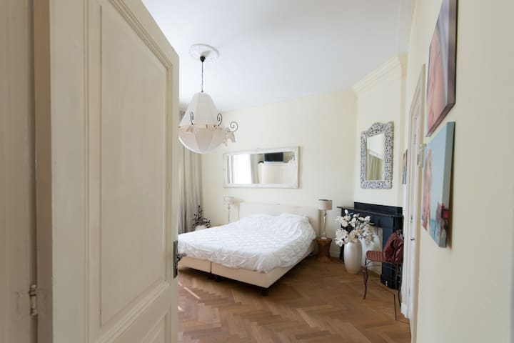 1e slaapkamer, master bedroom