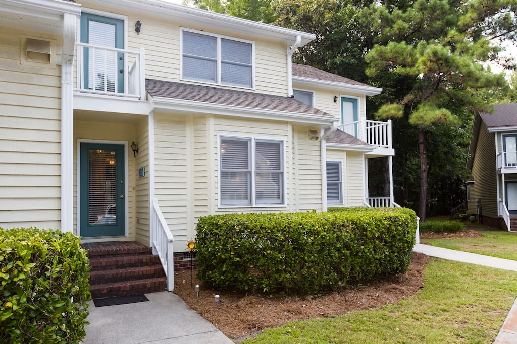 Enjoy being away from the crowds in this quiet yet convenient townhouse community that's just 1 mile from the Wrightsville Beach drawbridge!