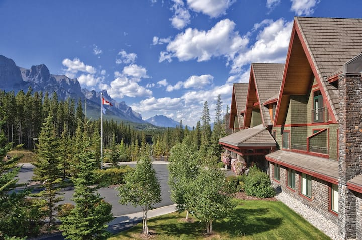 GORGEOUS Canmore - 2 Bedroom Unit - Sleeps SIX!