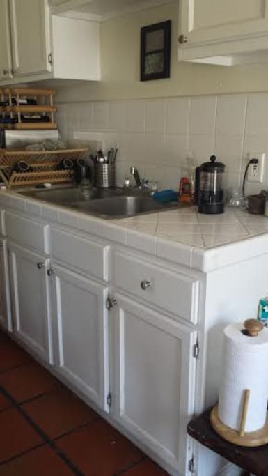 Full kitchen with gas stove!
