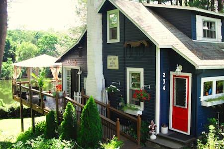 Waterfront, Designer Home - Lake Katrine - 公寓