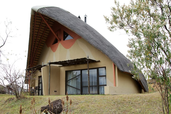 Drakensberg Cathedral Peak Cottage 14 (Inc Brkfst)