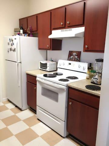 Colorful Soho Sleep Space DFW - Dallas - Apartamento