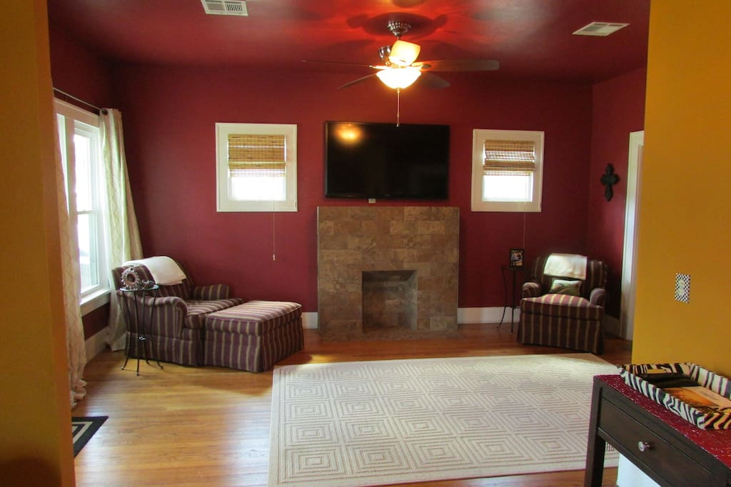Large living room with additional alcove