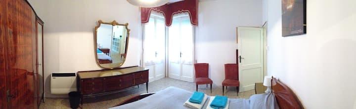 Wide double bedroom in Venice Lido