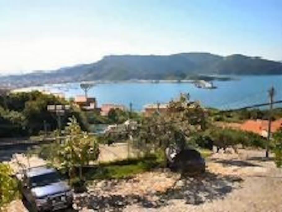 Vista da casa para o Condomínio e Praia dos Anjos e Praia do Forno.