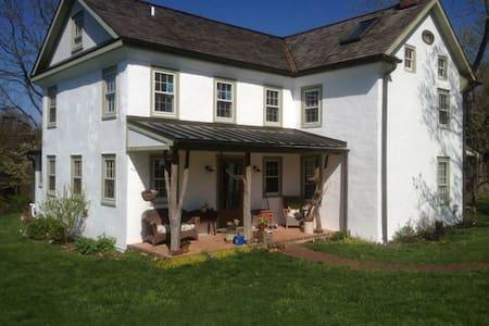Rustic Farmhouse - Tinicum
