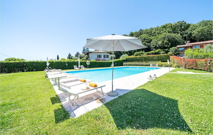 Awesome home in Padenghe sul Garda with Outdoor swimming pool and 3 Bedrooms