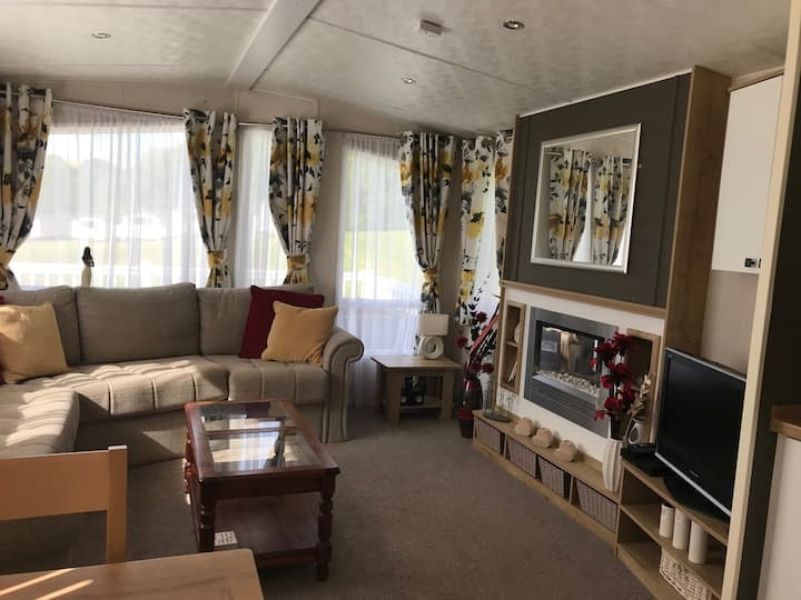 Holiday home, dog friendly, handy for beaches