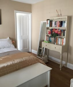 Double guest suite near city centre - Cardiff