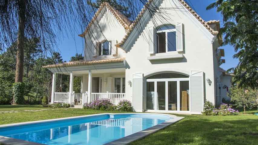 Beautiful Villa, Lake View on the Golf near Beach - Setúbal - House