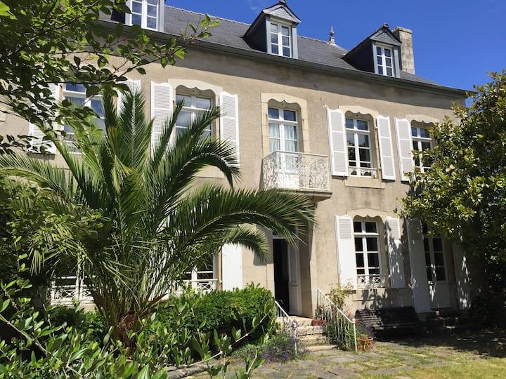 Grande maison coeur de la  presqu'île de Locquirec