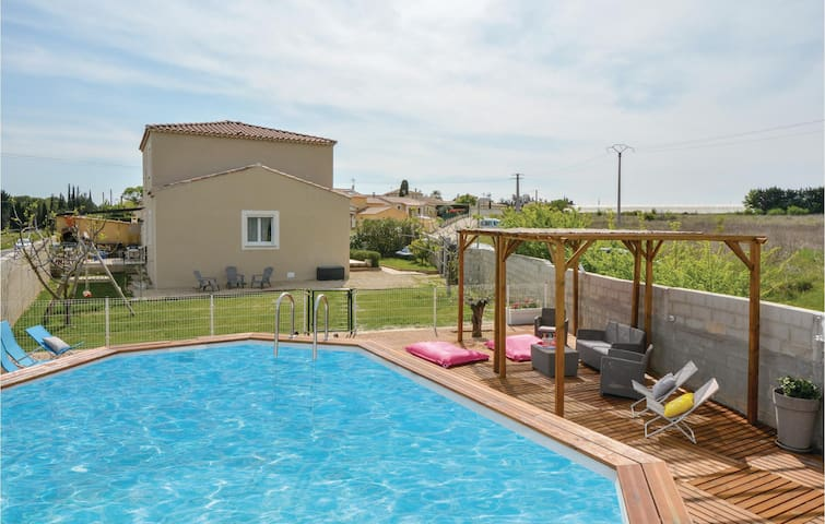 Holiday cottage with 4 bedrooms on 130m² in Jonquiéres-St-Vincent