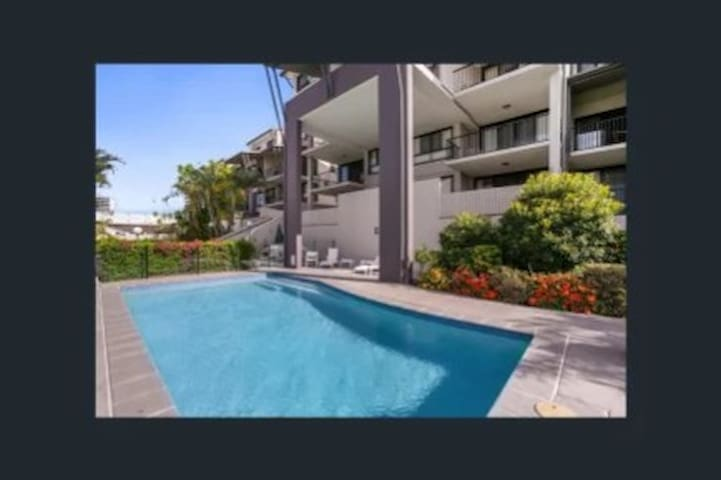 Clean and secure apartment in the heart of Toowong