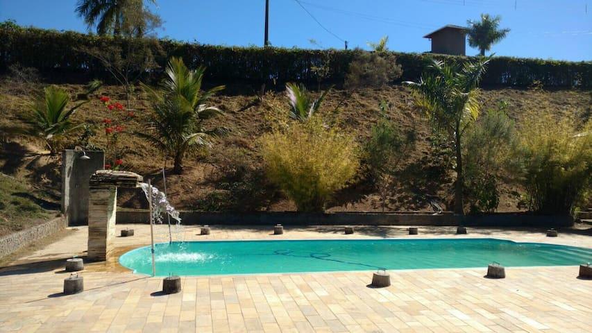 Sítio com piscina próximo a BH