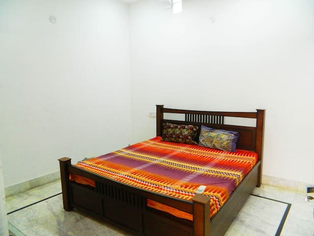 New 1 BHK Apt - 10 min walk from Golden Temple