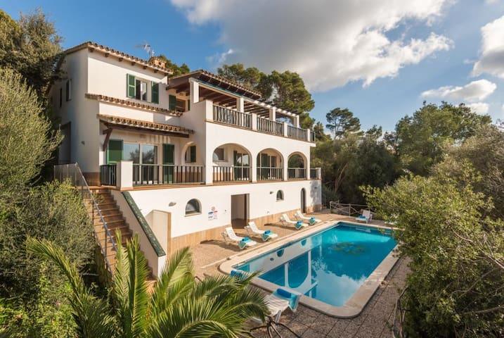 Fantástica casa de vacaciones con vista al mar, Wi-Fi, Piscina, Terraza y Loggia