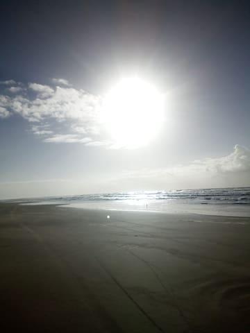 Quarto de casal (c/ ar cond) - 50m da praia