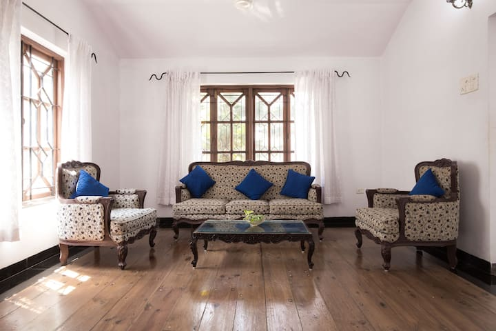 airy designer villa, excellent locality..