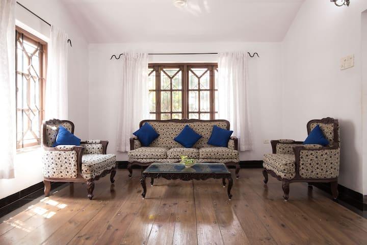 airy designer villa, excellent view - Dona Paula - Bungaló