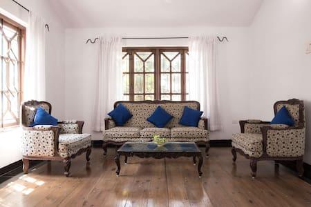 airy designer villa, excellent locality..