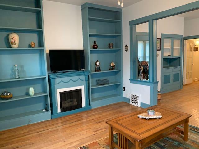 Quaint Little Getaway - Artist Home