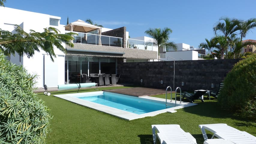 Luxury villa beach Del Duque