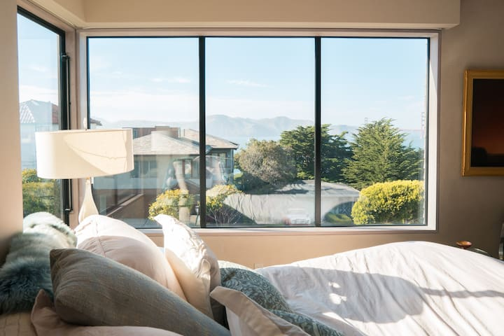 Two Suite SF Dream Retreat w/Golden Gate Views