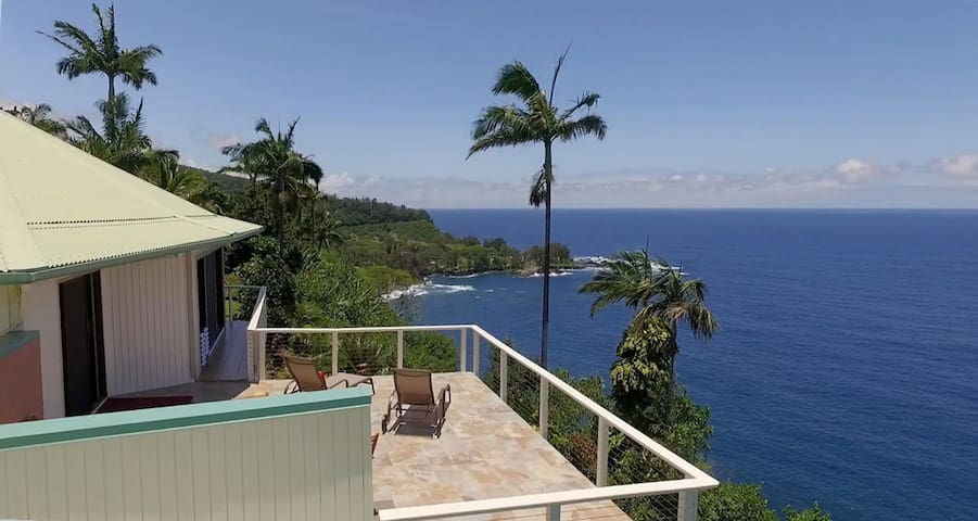 Cliffside Home w/Gorgeous Ocean Views andTropical Garden.  Paradise Bluff