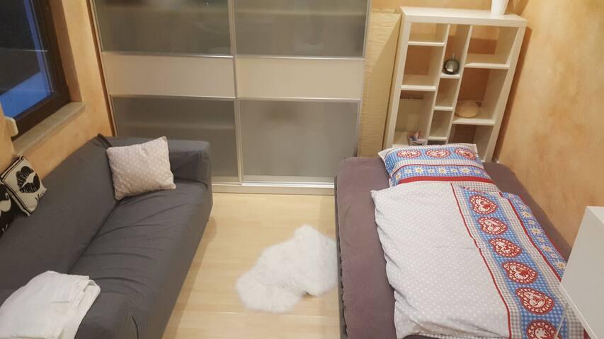 schnicke wohnung in bad homburg appartamenti in affitto. Black Bedroom Furniture Sets. Home Design Ideas