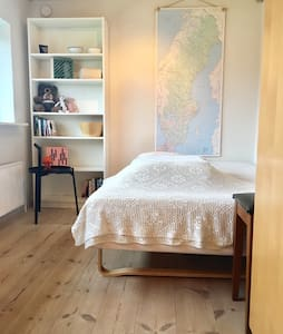 Room w. private entrance & bathroom - Esbjerg - Villa