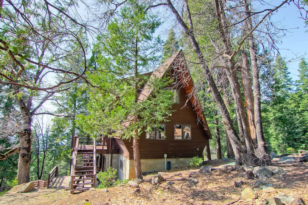 Yosemite 39 s stoneoaks cabin cottages for rent in yosemite for Airbnb cabins california