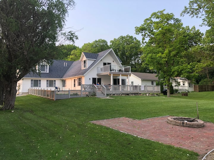 Irish Hills MI Vineyard Lake Waterfront Big House