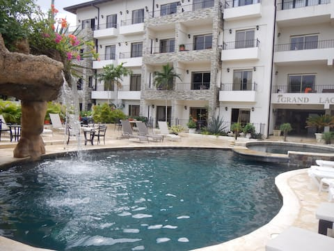 Grand Laguna Beach - 4 Bedroom Condo-Ground Level