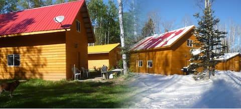 Hunters' Hideaway Cabin in Fir River Ranch B&B