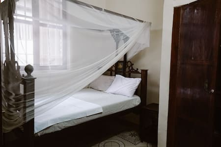 Utulivu room + WiFi + Central Stone Town