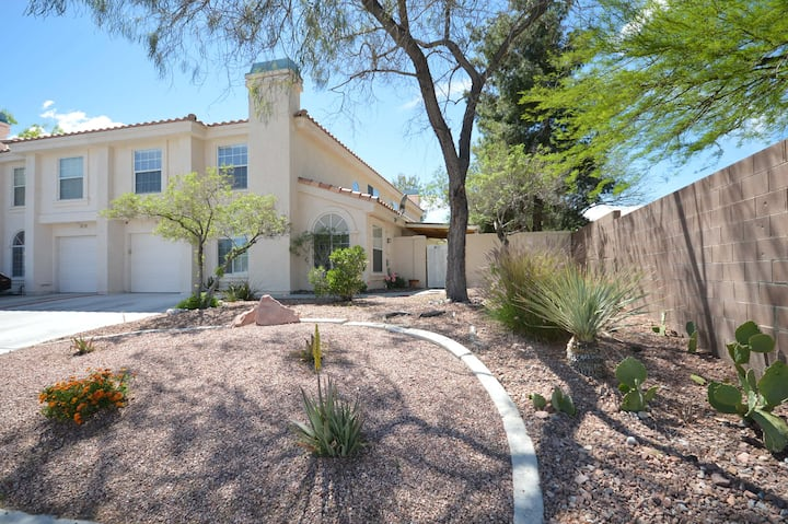 3br/2.5ba Townhouse, only 5.3 miles to LV Strip