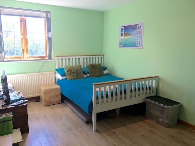 Double Room in Converted School - Partridge Green - House