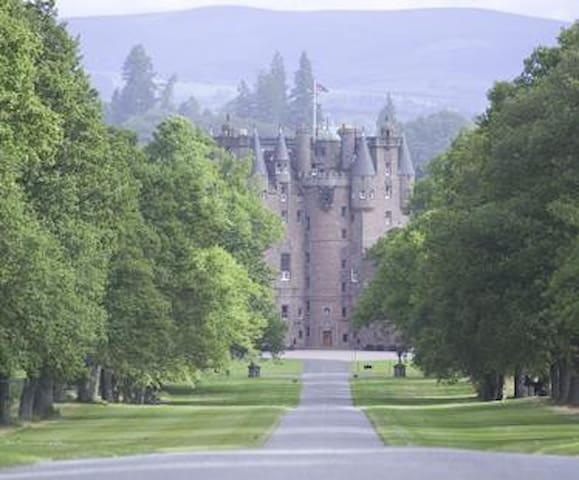 The majestic beautiful Glamis Castle is only a 10 minute drive away by car.