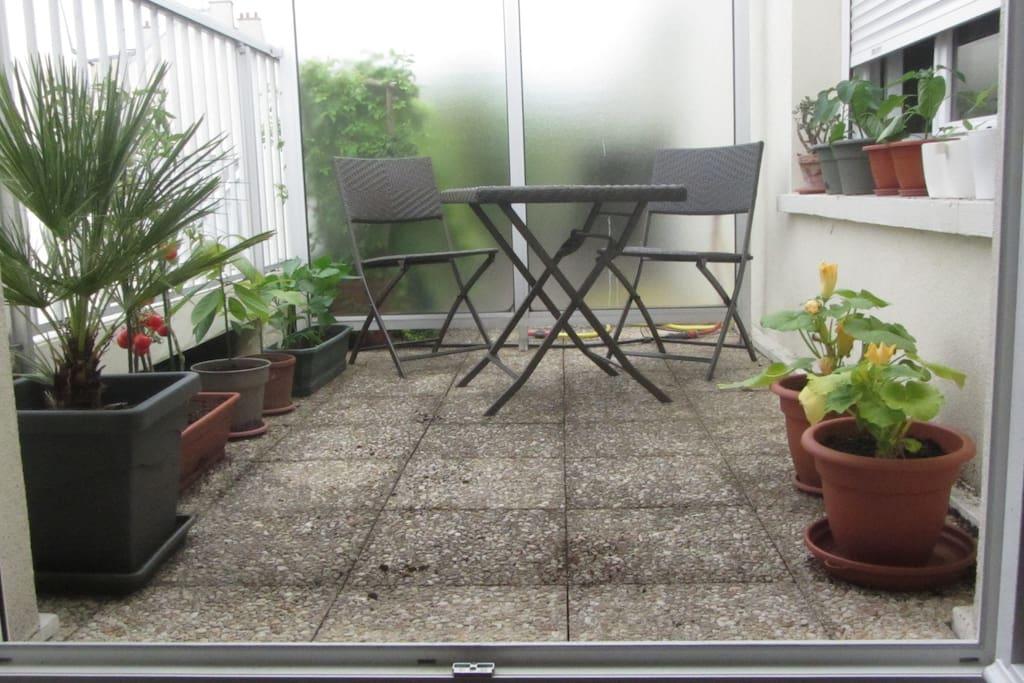 Belle terrasse pour faire une plancha ou prendre le petit déjeuner au soleil !