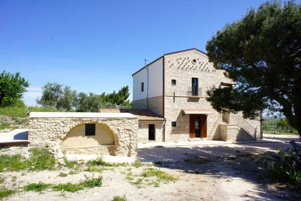 Masseria antica colombaia primo piano ville in affitto for Piani casa della camera da letto del primo piano