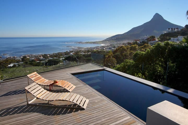 FUSION: Breathtaking Views, Luxury Villa Camps Bay