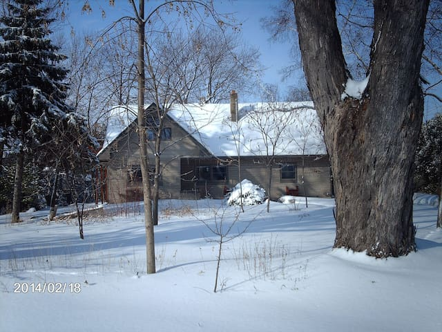 Cape Cod Style Home/Views of Lake Winnebago - Neenah - Apartment