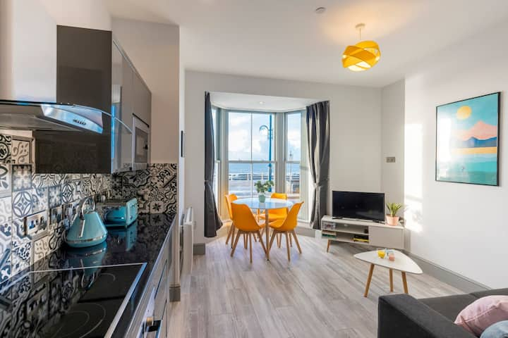 Brand new luxury seafront apartment- stunning view