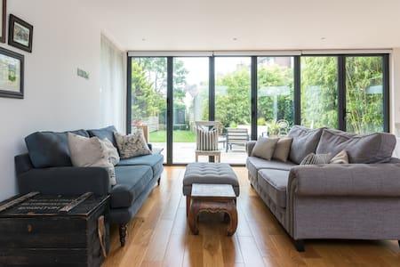 Modern family home - sleeps up to 6 - Brighton