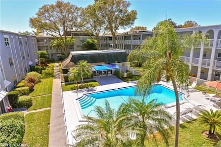 Condo is minutes to world renowned  beaches/Golf - Belleair